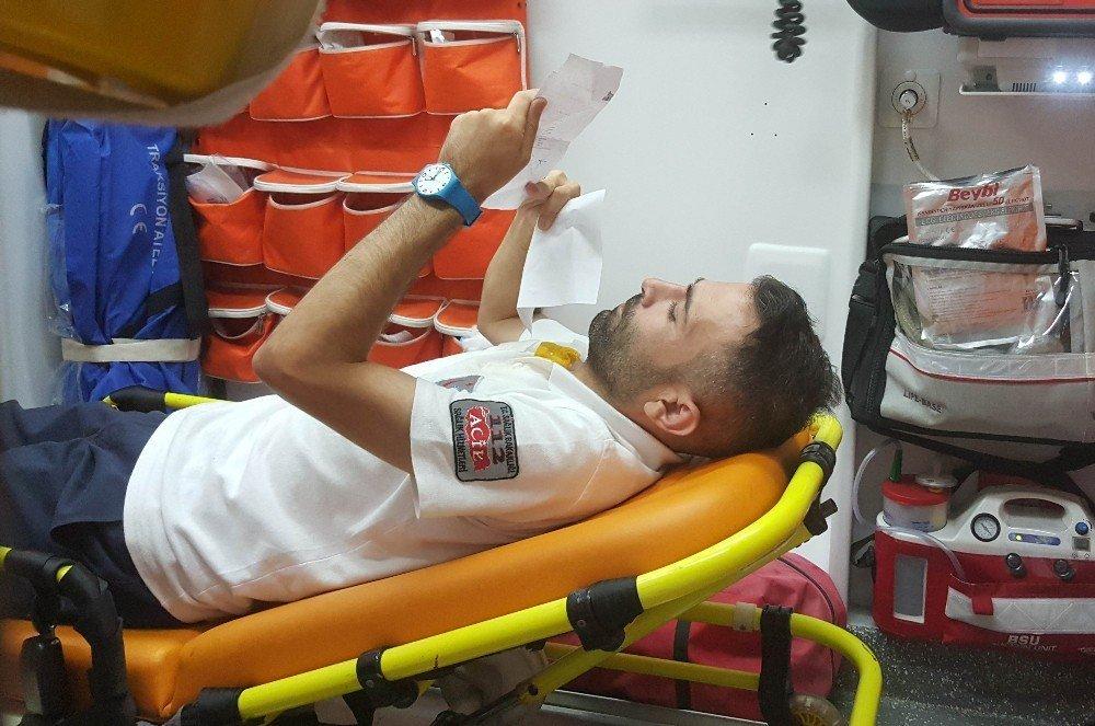Ambulans otomobil ile çarpıştı: ATT Yaralandı