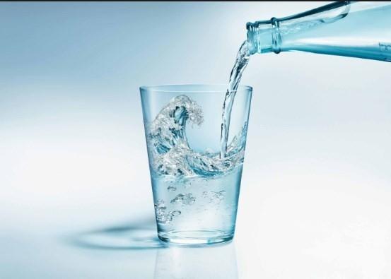 Maden suyu neden bardağa konulmaz?