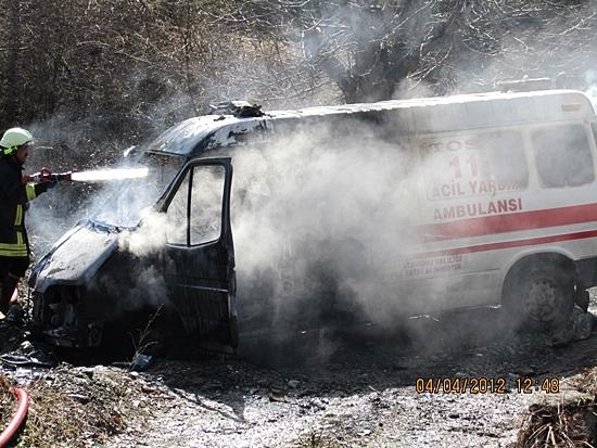 Kazaya Giden Tosya Ambulansı Yandı
