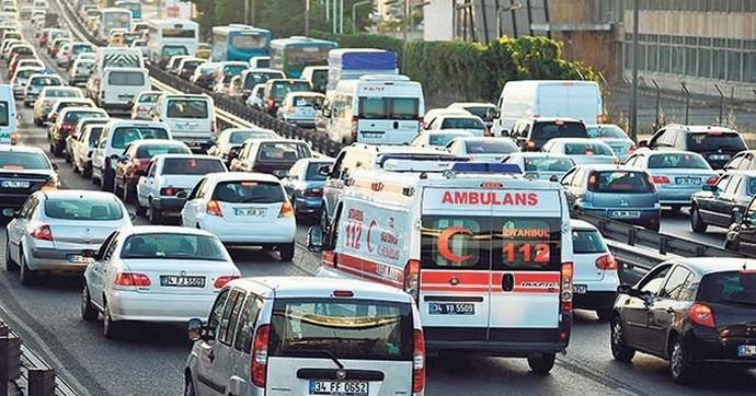 Aracınız varsa ve arkanızdan ambulans geliyorsa çekilin, yoksa...