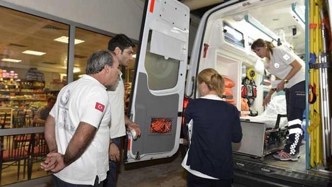 112 personeli yardım ettiği yaralının saldırısına uğradı