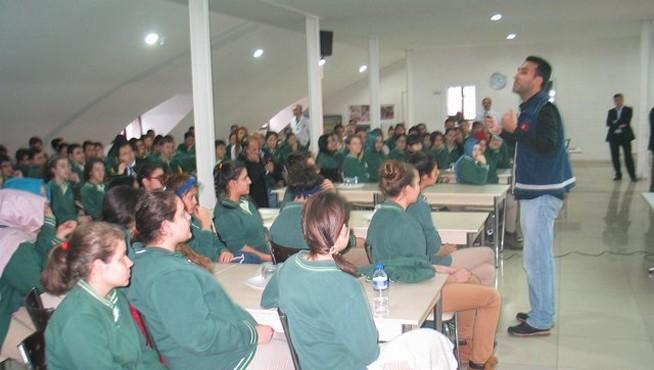 Çocuk Polisi`nden liseli gençlere öğüt