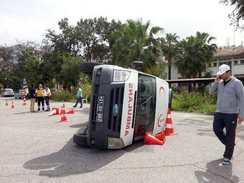 Sağlık Çalışanlarına Eğitim Veren Ambulans Devrildi!
