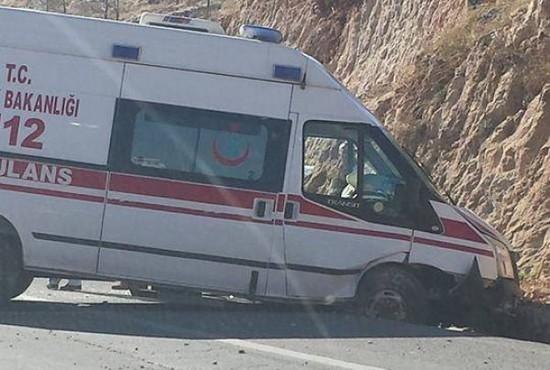 Mardin'de ambulans kazası: 2 Yaralı