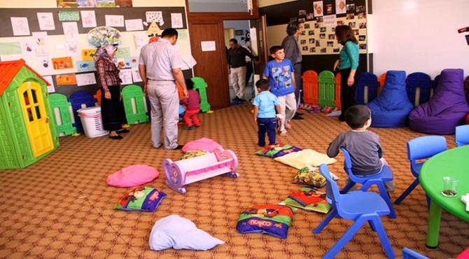 Hastane Çalışanları İş Yerine Çocuklarıyla Geliyor