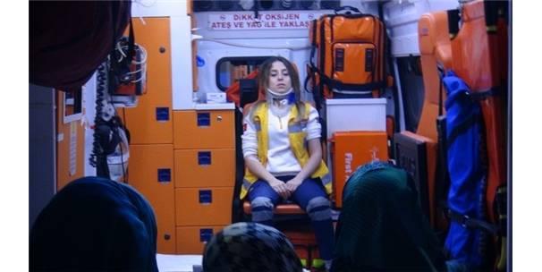 Otomobil Ile Ambulans Çarpıştı: 3 Sağlık Görevlisi Yaralandı