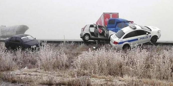 Zincirleme kazada ambulans ve jandarma araçları birbirine girdi