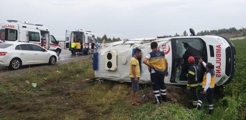 Ambulans Devrildi ! 5 Kişi Yaralandı