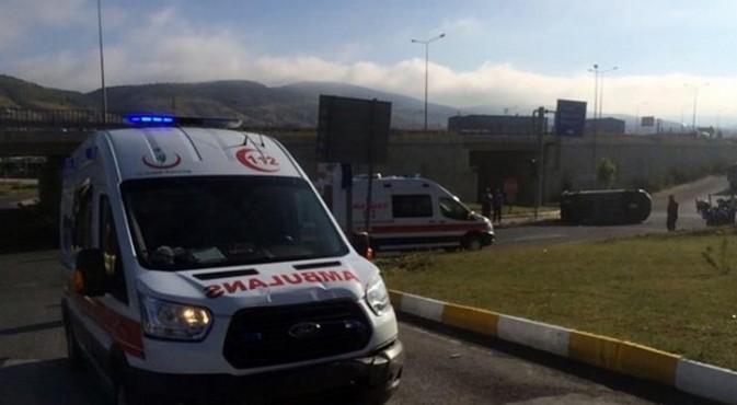 Ambulans kamyonetle çarpıştı