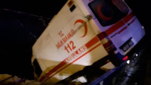 112 Ambulans Kazası:3 Personel Yaralandı