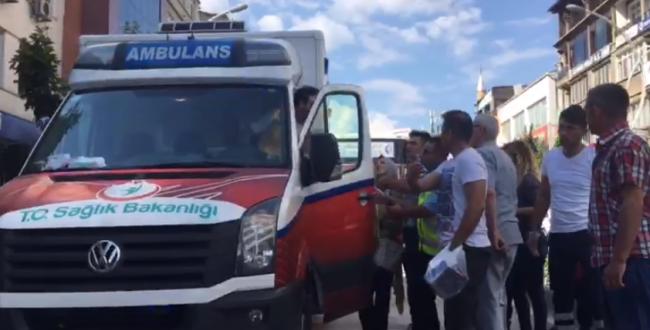 Ambulansı durduran polis önce 'Aciliyeti' sordu, sonra hakaret etti!