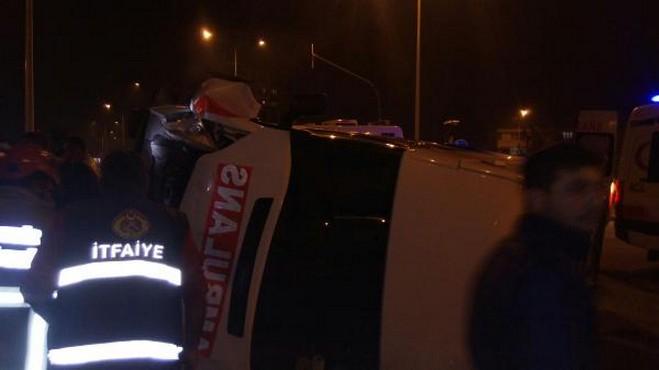 Ambulanslar kaza yaptı: 6 yaralı