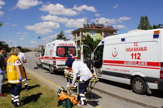Ankara'da ambulans ile kamyonet çarpıştı: 6 yaralı