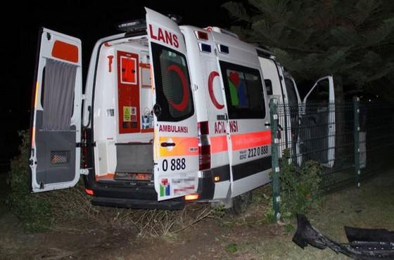 Antalya'da hasta taşıyan ambulans kaza yaptı: 7 yaralı