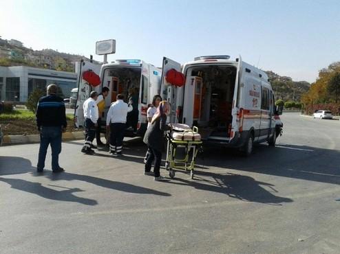 Bebeği ambulans uçağa götüren 112 ekibi kaza yaptı: 6 yaralı
