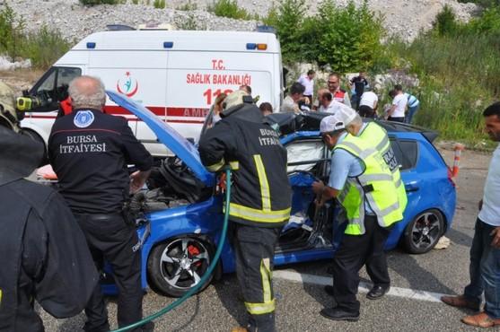 Bursa'da yaralılara müdahale eden ambulansa araç çarptı: 1 ölü, 8 yaralı