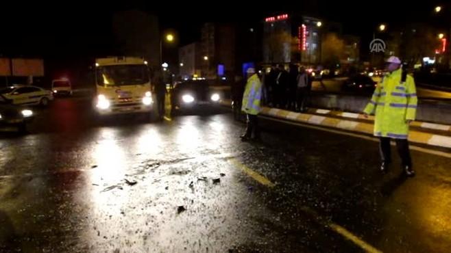 Ambulans ile Hafif Ticari Araç Çarpıştı: 3 Yaralı