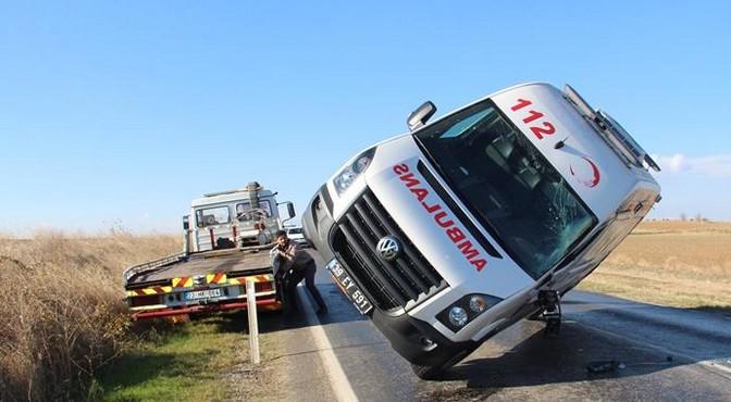 Edirne'de ambulans devrildi