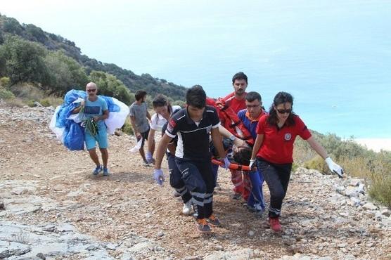 Fethiye'de kayalıklara düşen paraşütçüyü umke ve 112 ekipleri kurtardı