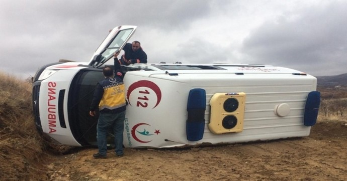 Hasta Almaya Giden Ambulans Devrildi