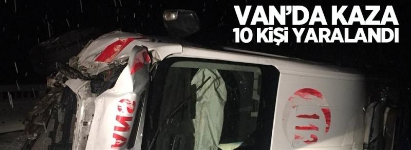 Hasta taşıyan ambulansla ticari araç çarpıştı: 10 yaralı