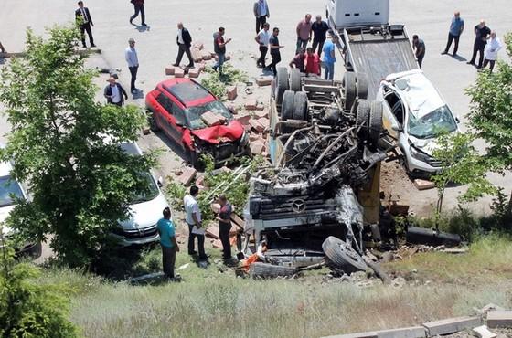Hastane Otoparkında Korkutan Olay,4 Araç Hurdaya Döndü