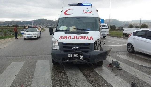 Hatay'da ambulans kaza yaptı