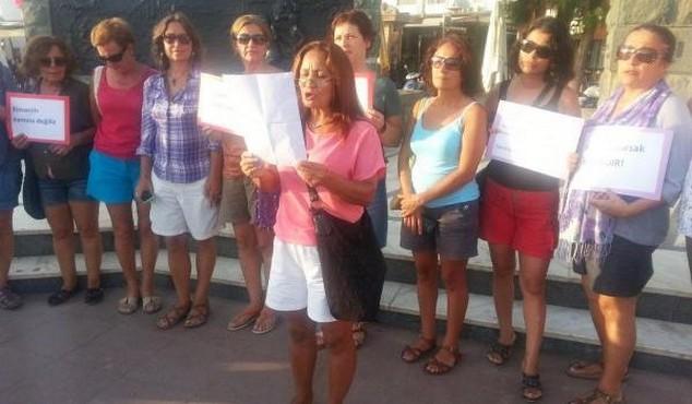 Kadınlardan şortlu protesto