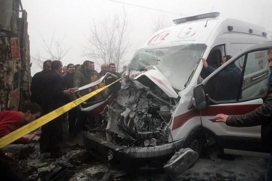 112 Acil Servis ekibi kaza yaptı: 12 yaralı