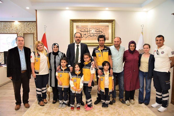 Minik sağlıkçılar Başkan Ayaz'ı ziyaret etti