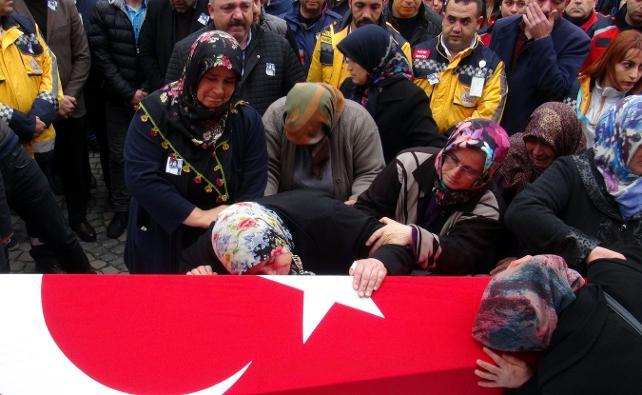 Paramedik Büşra Boyacı, gözyaşlarıyla son yolculuğuna uğurlandı