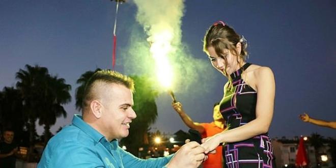 Sağlık memuru'ndan drone ile evlenme teklifi