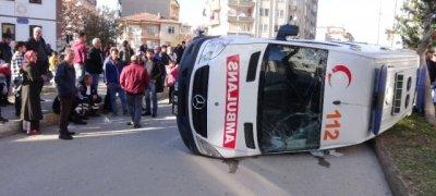 Sağlık Personeli Gözyaşlarını Tutamadı... Ambulans Otomobille Çarpıştı: 5 Yaralı