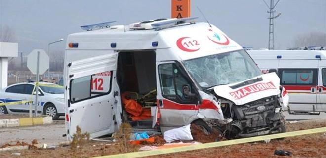 Tokat'ta ambulans kaza yaptı, 2 ölü 4 de yaralı var