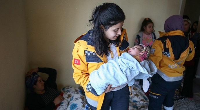 Yeni doğan kızına, yardıma gelen sağlık personelinin adını verdi