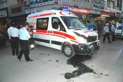 Alkollü Sürücü Kamyonetle Hasta Taşıyan Ambulansa Çarptı