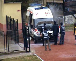 Maçta görevli ambulans alev aldı!