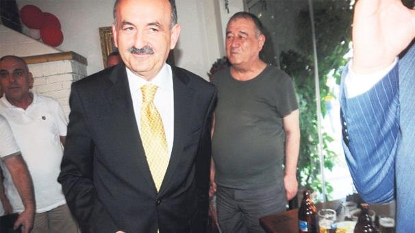 Bakan Müezzinoğlu meyhaneye uğradı!