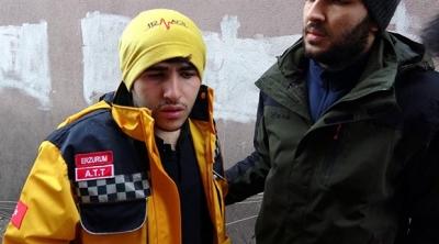 112 Acil Üniformasıyla dolaşan genç gözaltına alındı