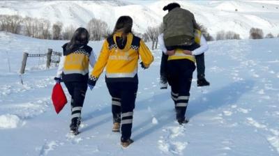112 Acil Sağlık personeli, yaralıyı ambulansa kadar sırtında taşıdı