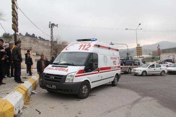 Şanlıurfa'da Ambulans ile Otomobil Çarpıştı