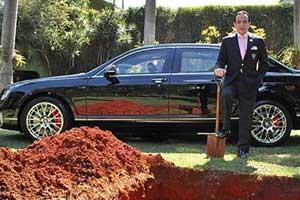 600 bin dolarlık arabasıyla gömülecek