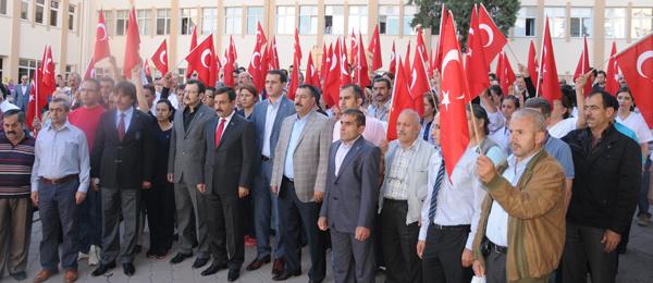 Türk Sağlık-Sen üyeleri Türkiye genelinde hastanelerde şehitleri andı