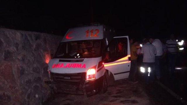 Hasta Taşıyan Ambulans İstinat Duvarına Çarptı: 1 Yaralı