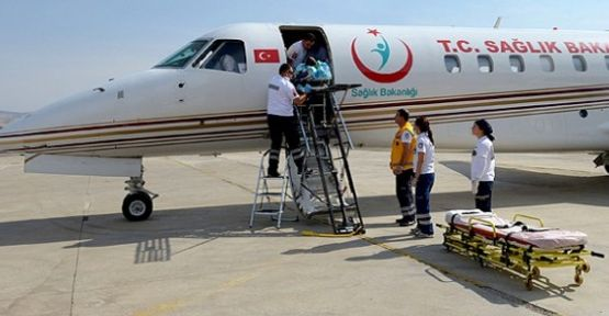 Ambulans uçak bebekler için havalandı