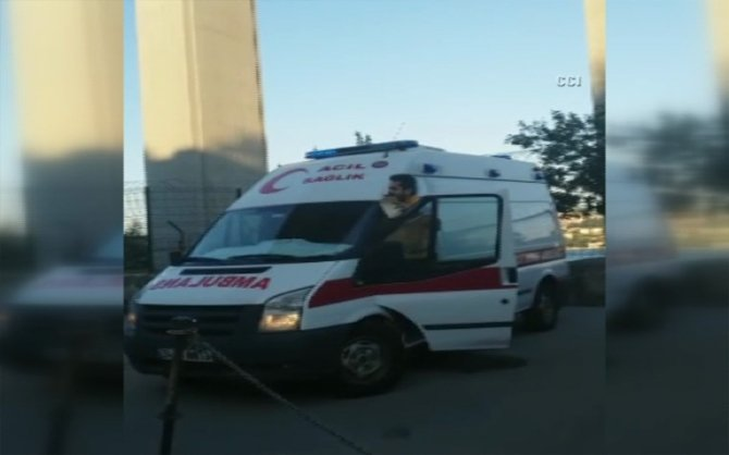 Ambulans şoföründen anonsla babalar günü kutlaması
