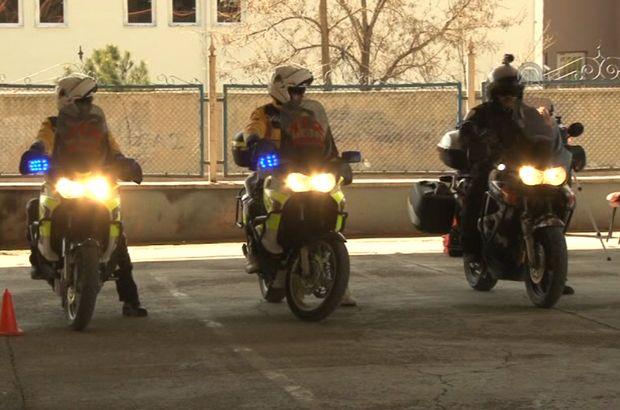 Motosikletli ambulansların sürücüleri göreve hazır