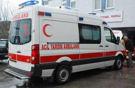 Ambulans cenaze aracına çarptı!