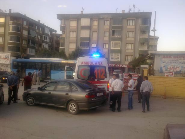 Hastane çıkışı Ambulansla Otomobil çarpıştı