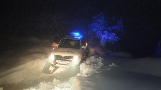 Dursunbey'de 3 Gündür Kayıp Olan Çobanı Paletli Ambulans ile UMKE Kurtardı